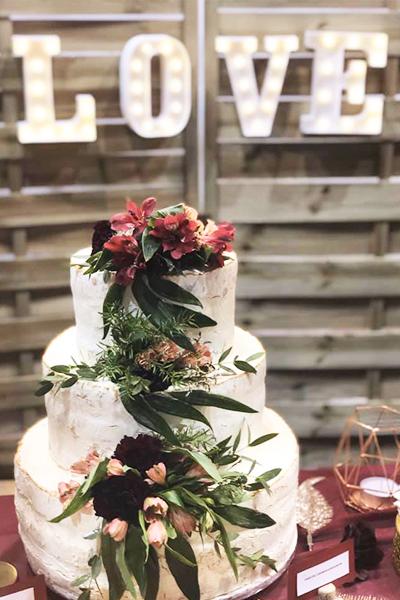 Piętrowy tort na ślub z kwiatami - Trójmiasto