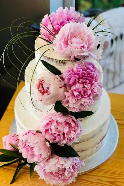 Piętrowy tort ślubny z kwiatami - Gdańsk