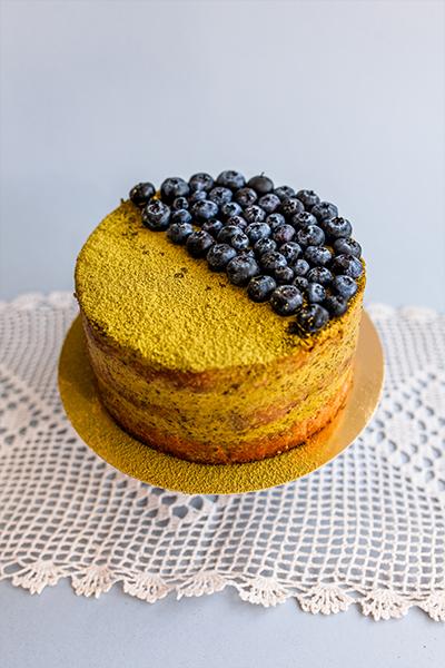 Tort pistacjowy z borówkami
