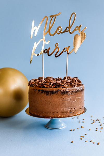 Tort czekoladowy z napisem Młoda Para